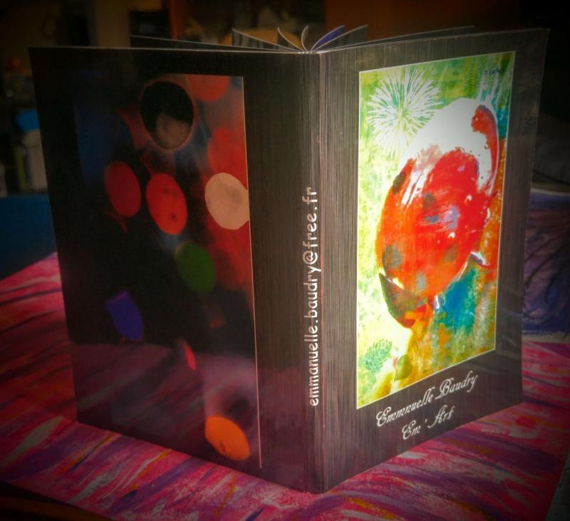 Petit livre de photographies d'art numérique