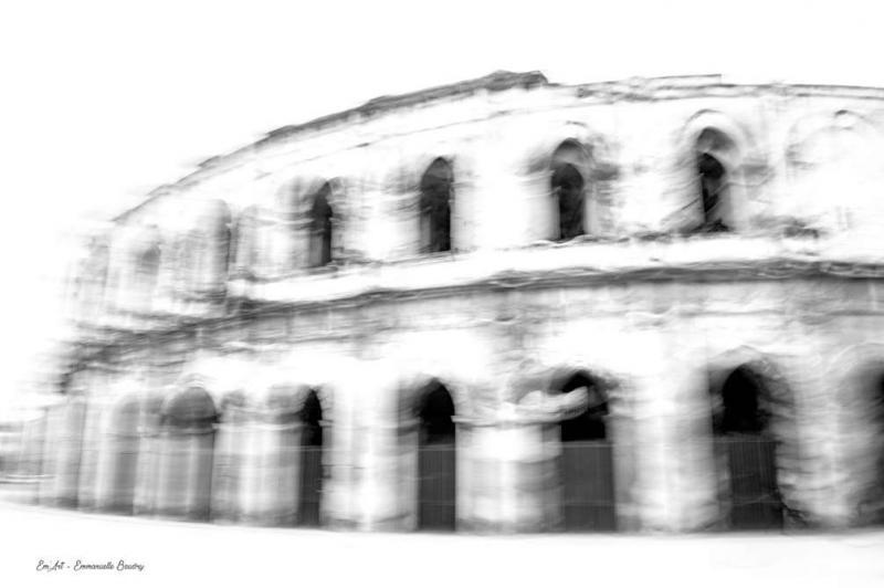 Trouble passé - Photographie surréaliste des arènes de Nîmes