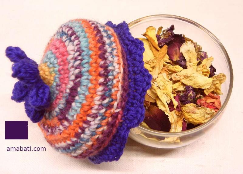 Pot pourri à la rose avec son chapeau bohemian style