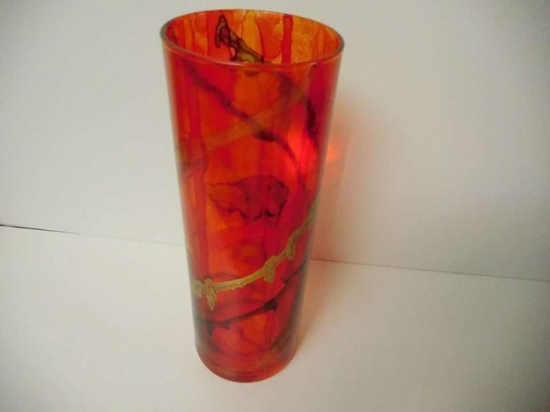 Grand vase verre rouge et or