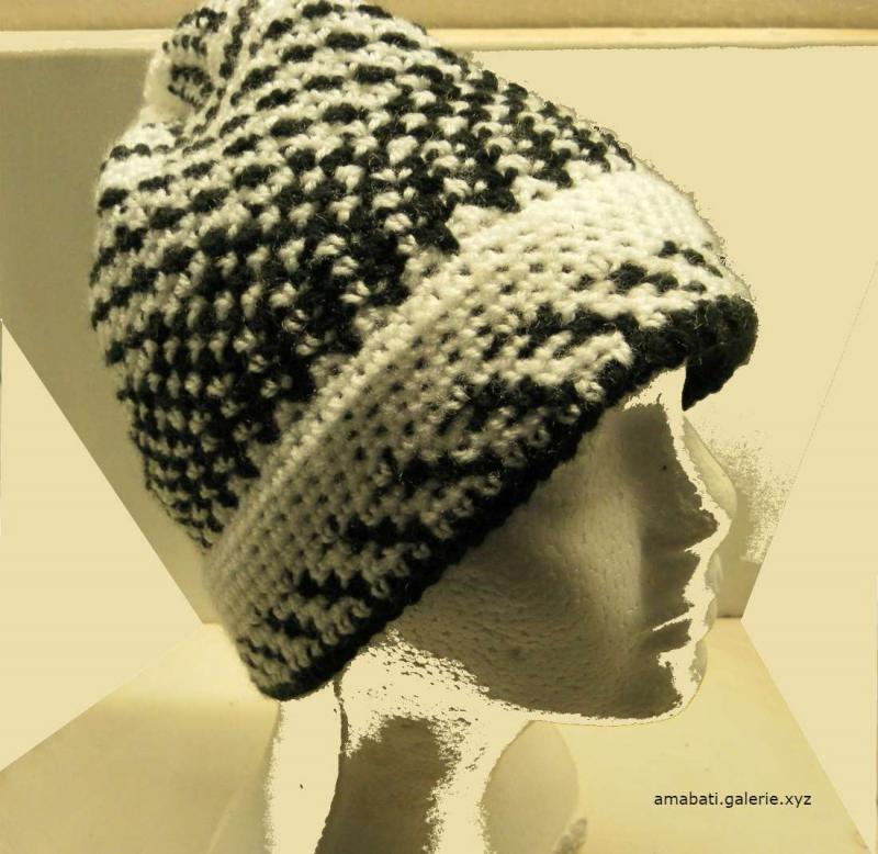 Bonnet noir et blanc - motifs géométriques - par Amabati