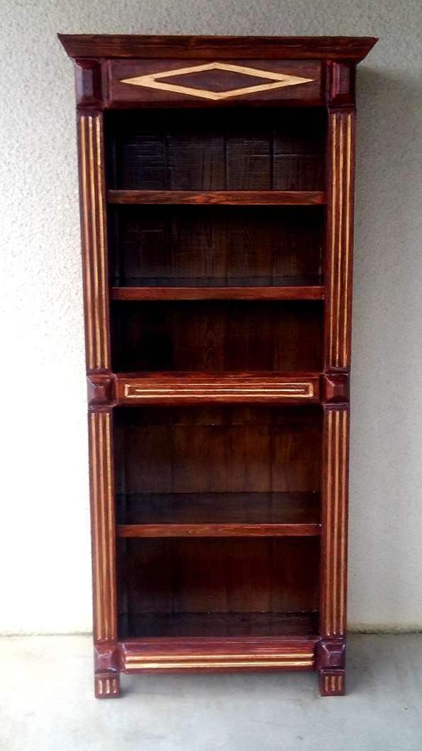 Bibliothèque en bois des bennes